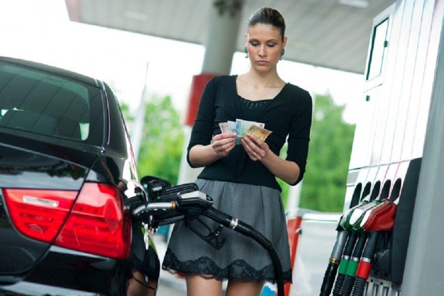 Гончарук розповів на скільки повинні зменшитися ціни на бензин