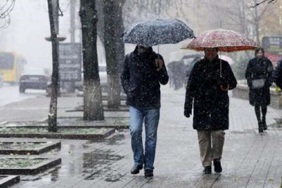 Дощ та мокрий сніг: в Україні погіршиться погода