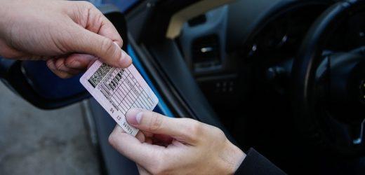 Українським водіям дозволили їздити без прав