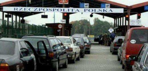 Колапс на кордоні: Через кілометрові черги, люди кілька діб не можуть потрапити до Польщі