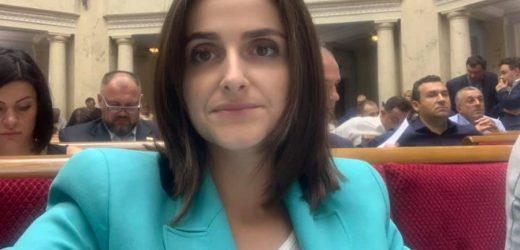 """Ааааа… Друзі, ви будете довго сміятися, але в депутата """"Слуги Народу"""" Ольги Василевської вкpaли сумку з ноутбуком прямо в залі ВР – блогер"""