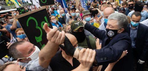 Ну, і ось резюмуючи сьогоднішній день. По-перше, Петро Порошенко сказав – ми не боїмося. По-друге, влада обіс*алась. А ось по-третє у нас найголовніше – Юрій Бірюков