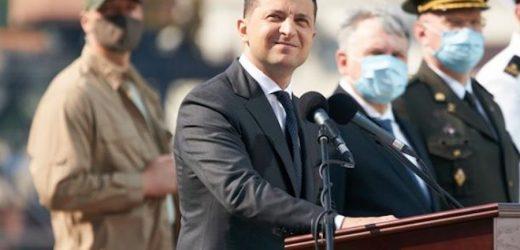 Блогер: У мене питання до президента: де був сам Зеленский в березні 2014? Героїчно закликав до oпopy в Kpиму? Я особисто можу згадати лише те, що в травні 2014 – Зеленський летить до Москви заробити баблішка на корпоративах