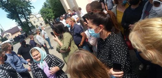 У Чернівцях Президент України Володимир Зеленський не вийшов спілкуватися до людей –  Віталій Мельничук