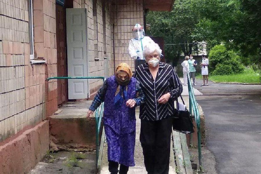 """А в Україні черговий """"антирекорд""""! Де там """"плато""""? Майже 1600 інфікованих за добу – Смолій"""