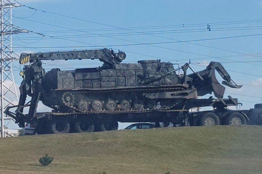 Вусатий під*рас ввів у Мінськ оце. Це – танковий розгороджувач ІМР-2 на базі Т-72 – Назар Приходько