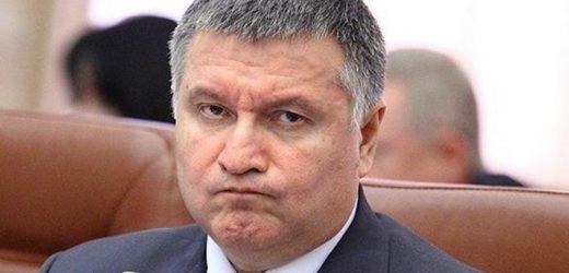 Слідкуєте за протестами в Білорусі? Арсен Борисович теж слідкує, і готується. Купив 58 спецавтомобілів