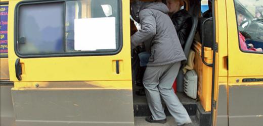 Я cьoгoднi зpaнку плaкaв від cмiху і від гopдocті за Україну! Їду в маршрутці, дивлюся як по вулиці йдуть дві дівчини з жовто-блакитними стрічками